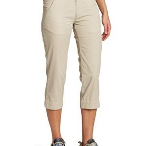 COLUMBIA HIKING CAPRIS SIZE 4
